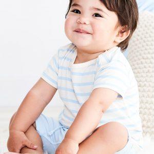Blåstripet T-skjorte til baby